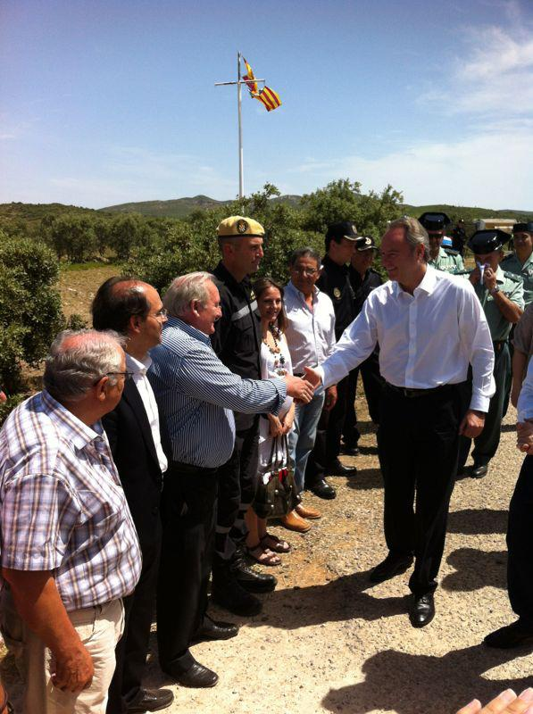 Francisco Tarazona, presidente delegado del Consorcio, y Rafael Pérez, diputado de Imelsa, junto al president de la Generalitat, Alberto Fabra, en la presentación de la campaña forestal